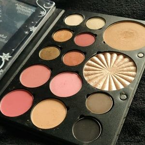 Ofra Holiday Glow palette